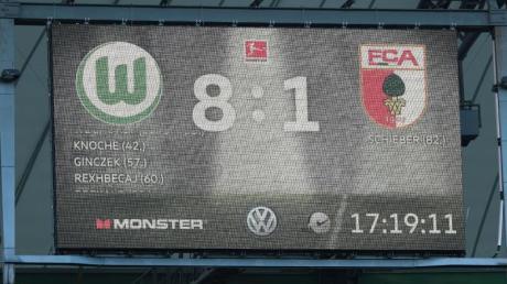 Historische Niederlage: Der FC Augsburg unterlag beim VfL Wolfsburg mit 1:8. Foto: Peter Steffen/dpa