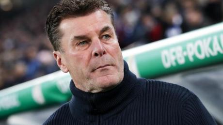 Der Hamburger Trainer Dieter Hecking mahnt die «Vorbildfunktion» der Profifußballer an. Foto: Christian Charisius/dpa