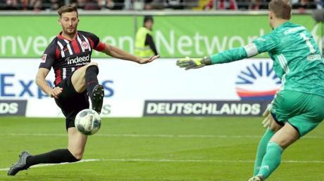 David Abraham (l) sorgte mit seinem Tor zum 3:1 für die Vorentscheidung beim Sieg über die Bayern.