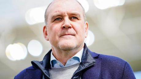 Hat einen kritischen Blick auf die eigene Branche: Wolfsburg-Manager JörgSchmadtke. Foto: Uwe Anspach/dpa