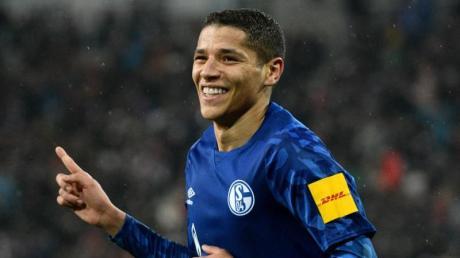 Schalkes Amine Harit jubelt nach seinem Treffer zum 3:2-Sieg beim FCAugsburg.