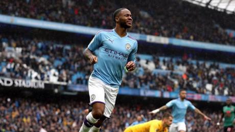 Raheem Sterling (l) von Manchester City muss in der englischen Nationalmannschaft aussetzen. Foto: Martin Rickett/PA Wire/dpa