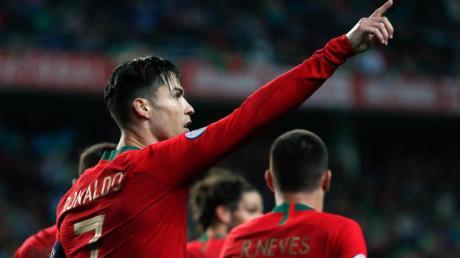Portugals Cristiano Ronaldo feiert sein Tor zum 1:0 gegen Litauen. Foto: Armando Franca/AP/dpa