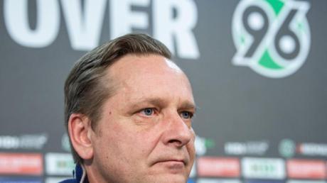 Horst Heldt löste den Vertrag mit Hannover 96 auf.