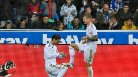 Wollen auch in Clásico jubeln:Die Real-Stars Sergio Ramos (l) und Toni Kroos.