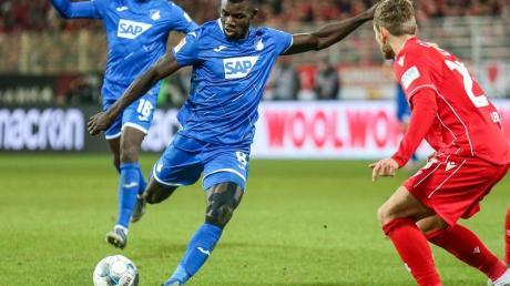 Ihlas Bebou (2.v.l) ebnete mit seinem Tor zum 1:0 den Weg zum Hoffenheimer Sieg bei Union Berlin.
