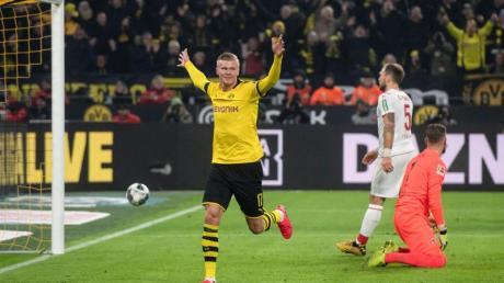 BVB-Youngster Erling Haaland (M) feiert sein Tor zum 4:1 gegen Köln.
