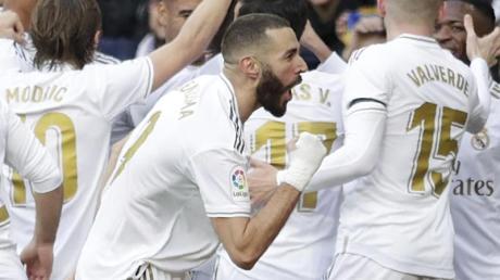 Reals Karim Benzema (M) erzielte das Siegtor im Stadtderby.