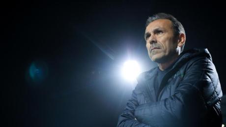 Für Trainer Jos Luhukay wird es beim FCSt. Pauli brenzlig.