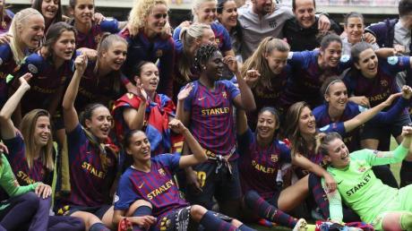 Spielerinnen vom FCBarcelona nach einem Spiel 2019. Im spanischen Frauenfußball haben Gewerkschaften und Clubs einen Tarifvertrag unterzeichnet, der unter anderem Mutterschaftsschutz vorsieht.