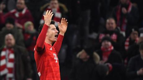 Bayerns Torjäger Robert Lewandowski jubelt über seinen Treffer.