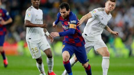 Überzeugte beim Real-Sieg gegen Barça: Toni Kroos (r).