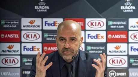 Leverkusens Trainer Peter Bosz hofft auf einen Sieg bei den Glasgow Rangers.