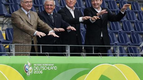 Das Präsidium des OK für die WM 2006 (l-r): Horst R. Schmidt, Theo Zwanziger, Franz Beckenbauer und Wolfgang Niersbach.
