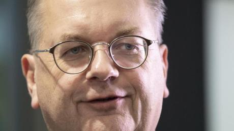 Schließt eine Rückkehr ins Fußball-Geschäft nicht kategorisch aus: Ex-DFB-Präsident Reinhard Grindel.