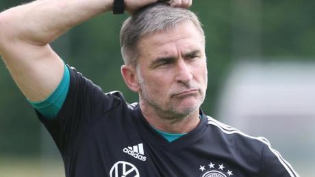 Schaut mit einer gewissen Zurückhaltung für die U21 auf die kommenden Jahre: Trainer Stefan Kuntz.