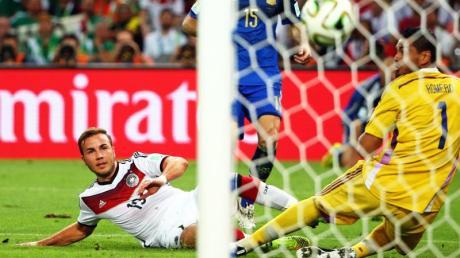 Mario Götze (l) erzielte im WM-Finale 2014 den 1:0-Siegtreffer gegen Argentinien.