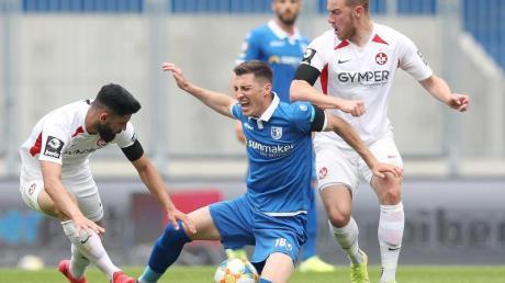 Der 1. FC Magdeburg um Mario Kvesic (M.) verlor gegen den 1. FCKaiserslautern.