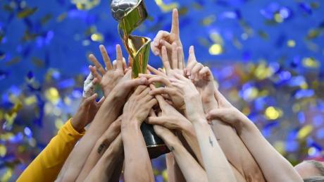 Die Frauenfußball-WM 2023 findet in Japan, Kolumbien oder Australien/Neuseeland statt.
