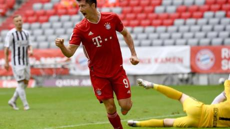 Bayern Münchens Torjäger Robert Lewandowski erzielte zwei Treffer gegen den SC Freiburg.