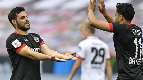 Kevin Volland (l) brachte Leverkusen beim Sieg gegen Mainz in Führung.