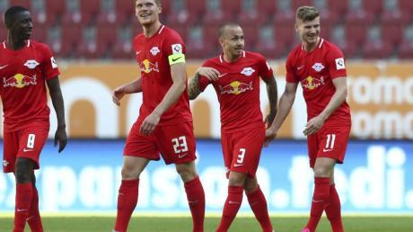 Verabschiedete sich mit einem Rekord aus Leipzig in Richtung England: Timo Werner (r).