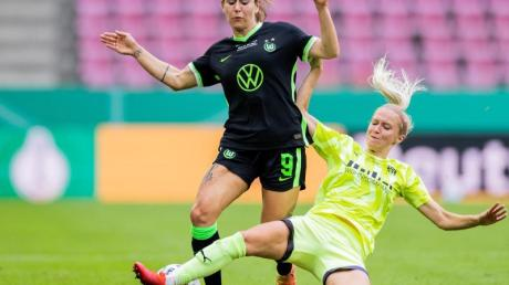 Zeichnet kein gutes Bild vom deutschen Frauen-Fußball: Wolfsburgs Nationalspielerin Anna Blässe (l).