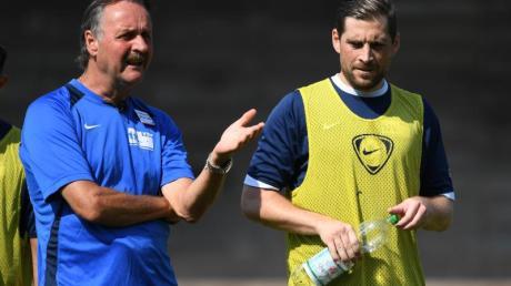 Steht mit den arbeitslosen Profis auf dem Platz: Ex-Bundesliga-Coach Peter Neururer.