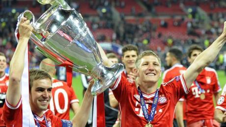 Bastian Schweinsteiger (r) und Philipp Lahm holten 2013 mit den Bayern den Champions-League-Titel.