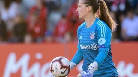 Laura Benkarth steht für den FC Bayern München im Tor.