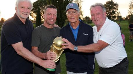Die Weltmeister von 1990 um Rudi Völler, Lothar Matthäus, Franz Beckenbauer und Andreas Brehme (l-r) trafen sich in der Toskana.