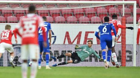 Der Mainzer Jean-Philippe Mateta erzielt per Elfmeter den Treffer zum 2:1.