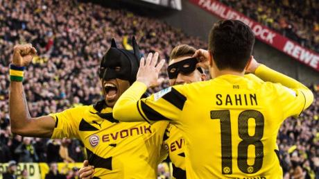 Jubelten schon 2015 beim BVB als Batman und Robin: Pierre-Emerick Aubameyang (r) und Marco Reus (M).