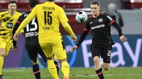 Der Leverkusener Florian Wirtz (r) erzielte gegen den BVB den Siegtreffer.