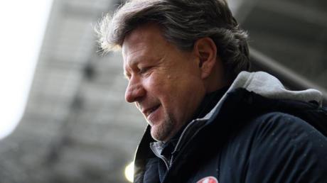 Der abstiegsgefährdete 1. FC Kaiserslautern hat sich von Trainer Jeff Saibene getrennt.