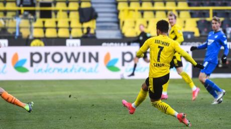 Jadon Sancho (r) brachte Dortmund beim Remis gegen Hoffenheim in Führung.