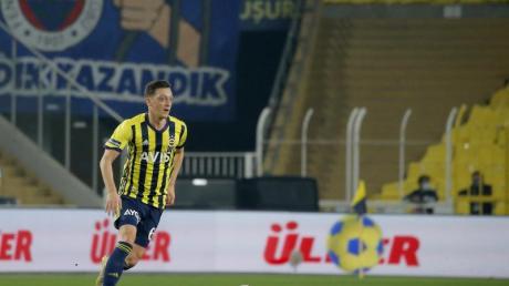 Musste im Spiel von Fenerbahce gegen Antalyaspor ausgewechselt werden: Mesut Özil.