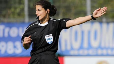 Pfeift das Finale der Champions League der Frauen: Schiedsrichterin Riem Hussein.