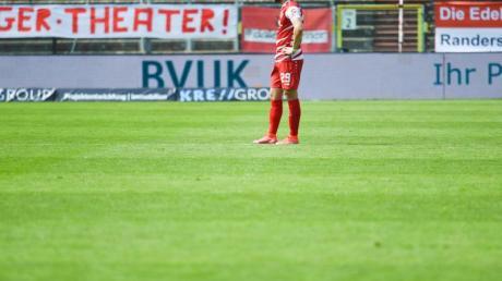Würzburgs David Kopacz war nach dem Abstieg in die 3. Liga sehr enttäuscht.