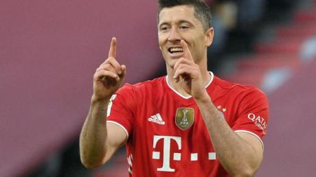 Bayern-Stürmer Robert Lewandowski traf beim 6:0-Kantersieg gegen Borussia Mönchengladbach dreifach.