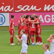 Frauen-Bundesliga 2021/22: Die Frauen vom FC Bayern München sind amtierender Deutscher Meister. Mehr Infos zur Übertragung beim Fußball, live im TV und Stream, gibt es hier.