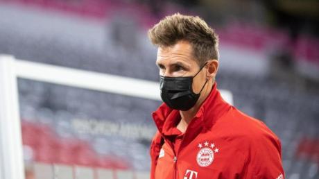 Muss sich noch mit Vorsicht durch den Alltag bewegen: Ex-Weltmeister Miroslav Klose.