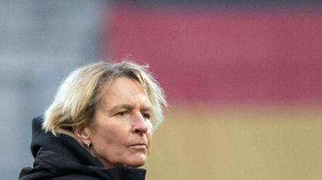 Bundestrainerin Martina Voss-Tecklenburg beklagt mangelndes Interesse an den WM-Qualifikationsspielen der deutschen Fußballerinnen.
