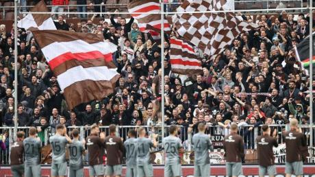 Der FC St. Pauli wird wieder vor einigen Fans spielen.
