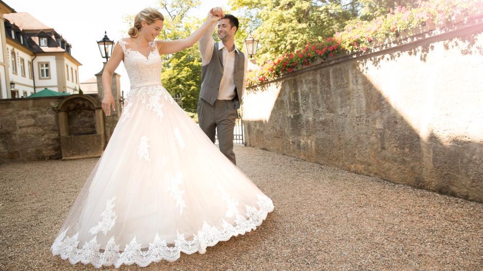 premium selection 35f98 18cff Hochzeit: Umdrehen bitte: Das sind die großen Trends der ...