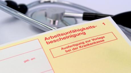 Ist die Krankmeldung nicht lückenlos, kann unter Umständen der Anspruch auf Lohnfortzahlung verloren gehen.