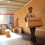 EinUmzug ist mehr als nur das Schleppen von Kartons und Möbeln - zuvor kommt die Organisation und der Papierkram.