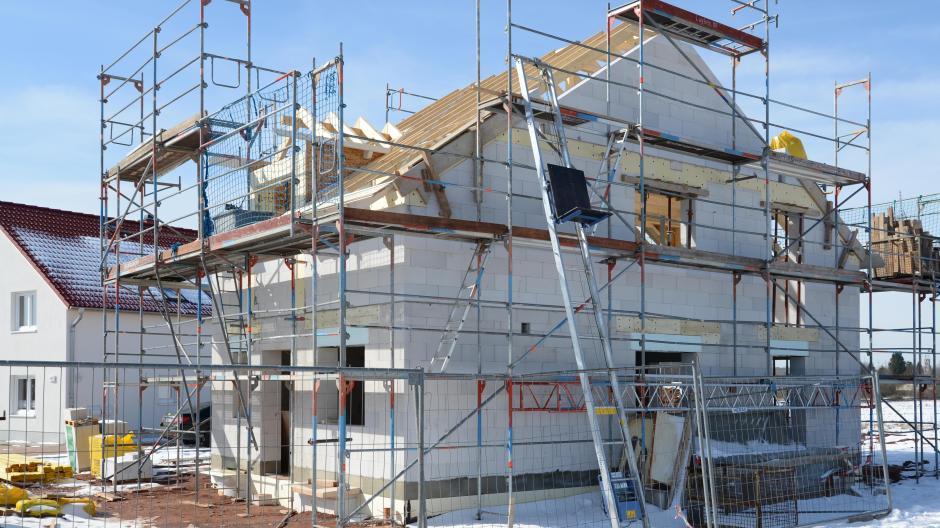 Immobilien: Wer beim Hausbau aufpasst, kann später Energiekosten ...