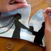 Scheidungen treffen Kinder besonders hart. Vor allem, wenn der Kontakt zum Vater verloren geht, wie eine Studie aus Norwegen nun ergeben hat.