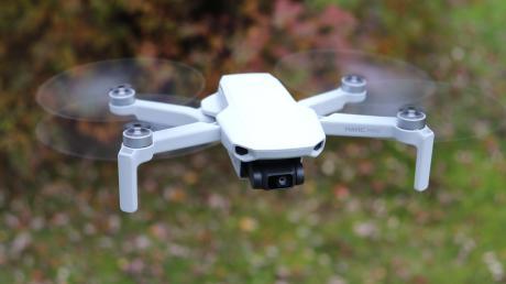 """Mit der """"Mavic Mini"""" hat Hersteller DJI offenbar einen Treffer gelandet. Die Drohne verfügt zwar nicht unbedingt über die beste Flug- und Fototechnik, punktet dafür aber mit einer einfachen Bedienung und einem relativ niedrigen Preis."""